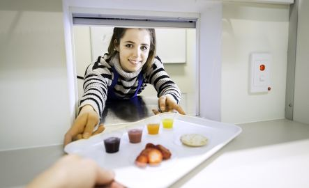 Rhiannon Dick, Nutrition and Food Sciences student in sensory laboratory