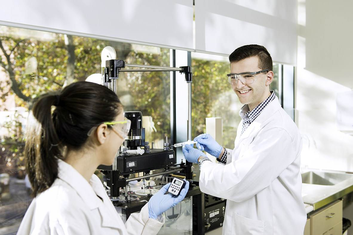 Vasilios Sotiropoulos, pharmacy student using campus laboratory facililties